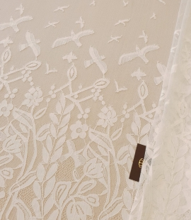 Ivory 100% polyester floral and bird pattern chantilly lace fabric
