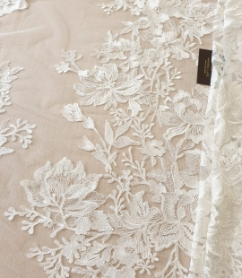 Ivory 100% polyester floral pattern embroidery lace fabric