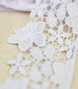 Light lilac floral pattern macrame lace trimming