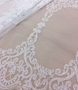 Offwhite Chantilly lace trim