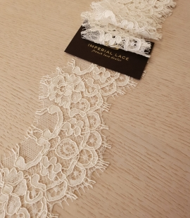 Beige floral pattern guipure lace trimming