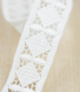 Ivory thick macrame geometric lace trimming