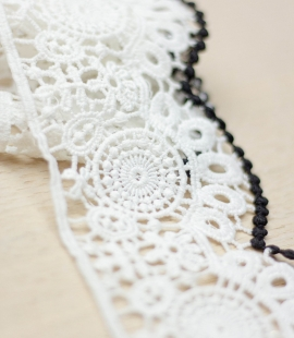 Ivory with black edge floral pattern macrame lace trim