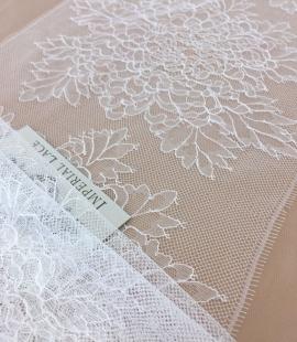 Off-white lace trim