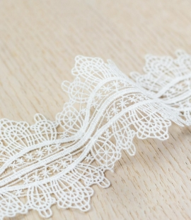 Off white figurative pattern macrame lace trimming