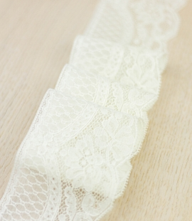 Ecru color floral chantilly lace trimming
