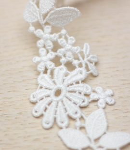 Ivory floral pattern macrame lace trimming