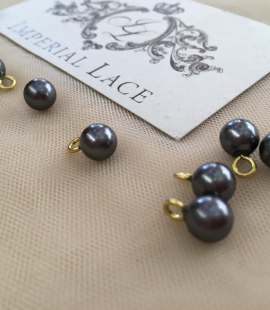 Black pearl button