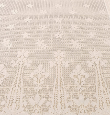 Ivory 100% polyester floral guipure lace fabric. Photo 9