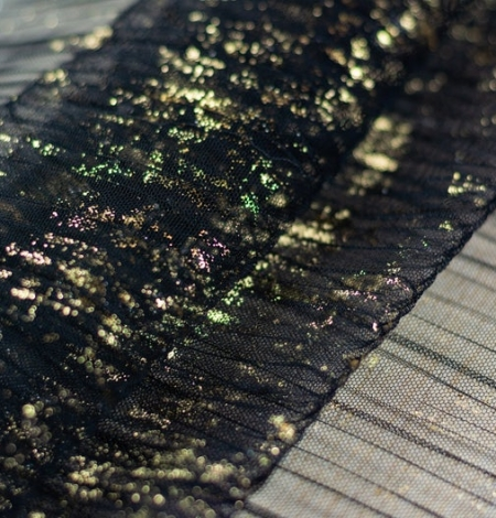 Black crinkle tulle fabric with gold foil. Photo 5