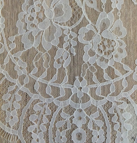 Ivory floral chantilly lace. Photo 2