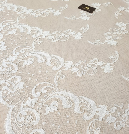 Ivory natural chantilly lace fabric. Photo 2