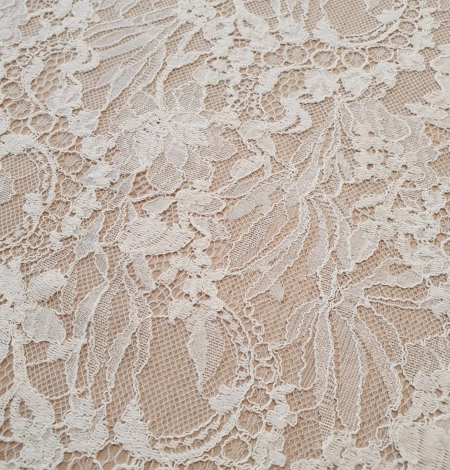 Ivory floral pattern chantilly lace fabric. Photo 3