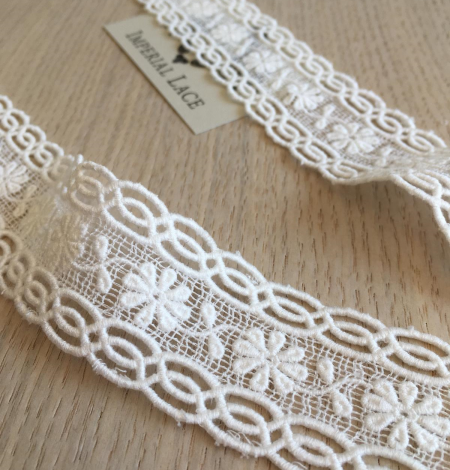 Ivory cotton lace trimming. Photo 3