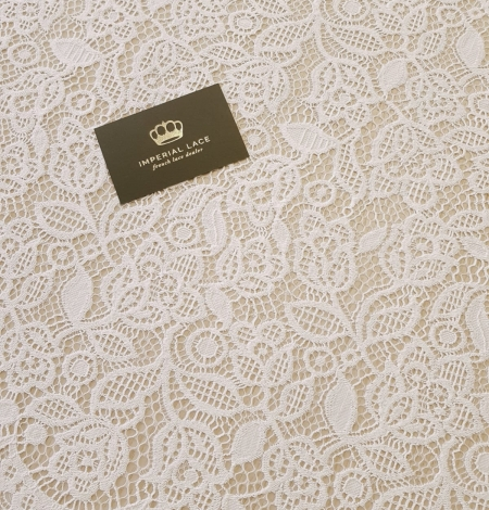 Snow white guipure floral pattern lace fabric. Photo 3