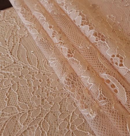Nude 100% polyester floral chantilly lace fabric. Photo 2