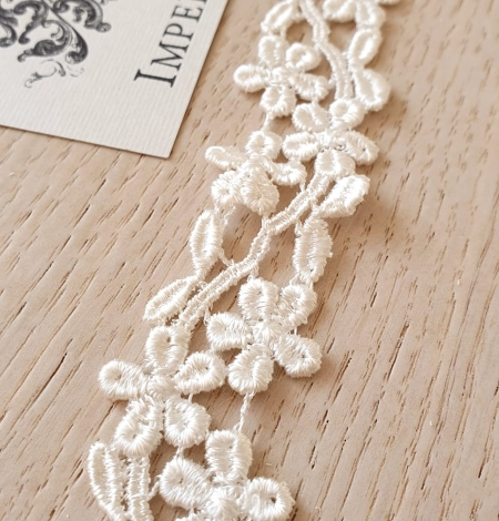 Ivory macrame lace trimming. Photo 1