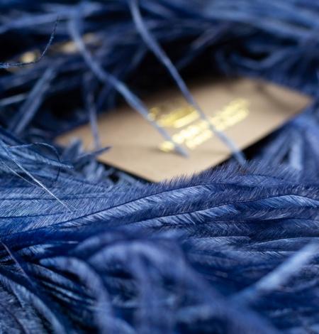 Dark blue natural ostrich feather. Photo 3