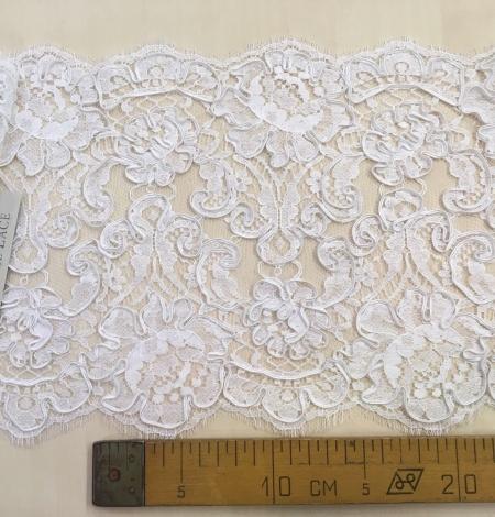 Bright white Lace Trim. Photo 5