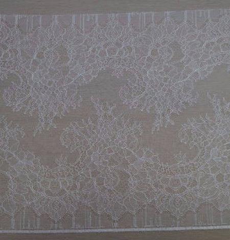 Off-white Lace Trim. Photo 2