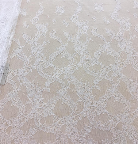 Ivory lace fabric. Photo 2