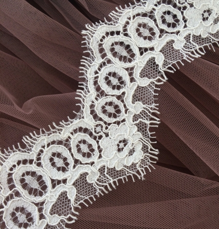 Ivory alencon lace trimming. Photo 1