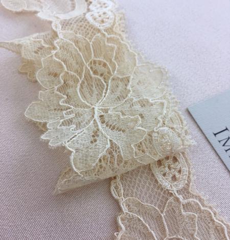 Sand yellow elastic lace trim. Photo 6