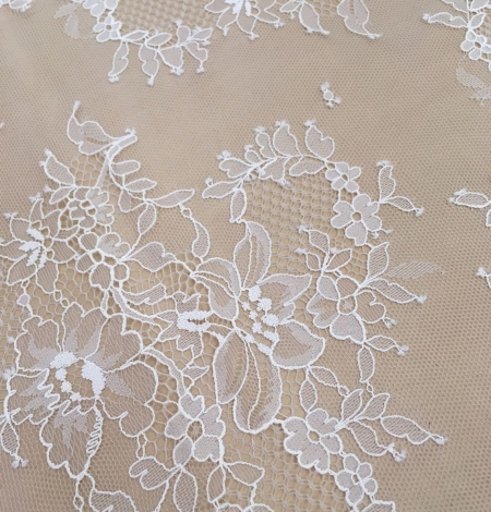 Off white chantilly floral lace fabric. Photo 5