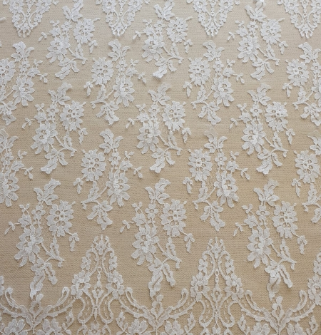 White chantilly lace fabric . Photo 2