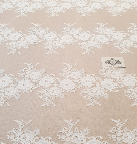 Ivory chantilly lace fabric. Photo 4