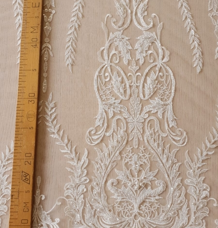 Ivory beaded lace fabric. Photo 8