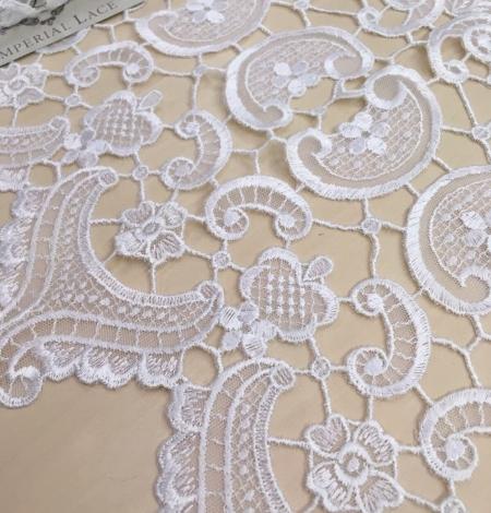 White Lace Trim. Photo 1