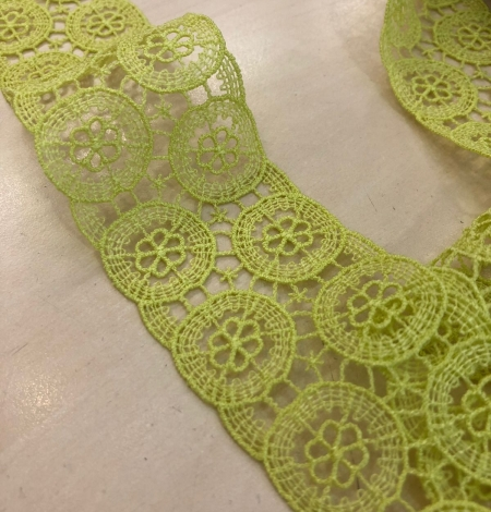 Green lace trimming. Photo 2