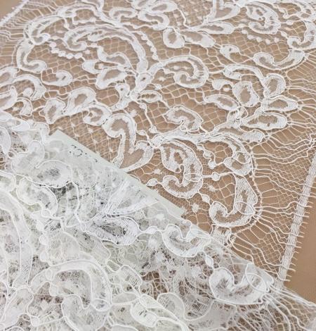 Off-white lace trim. Photo 1