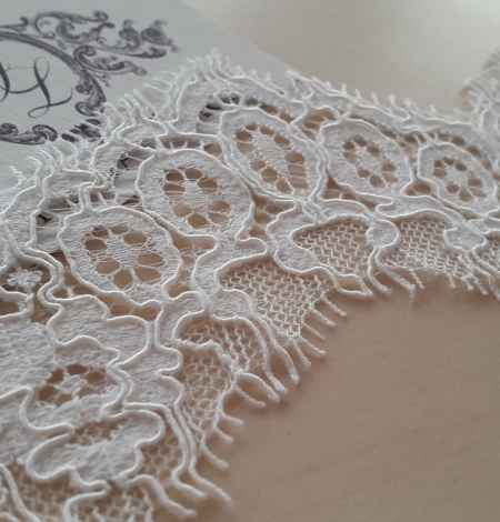 Ivory Lace Trim. Photo 2