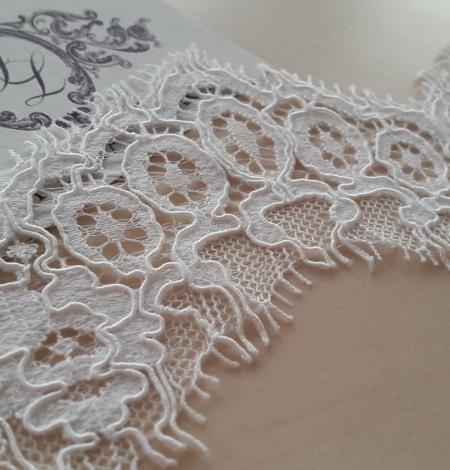 Ivory alencon lace trimming. Photo 2