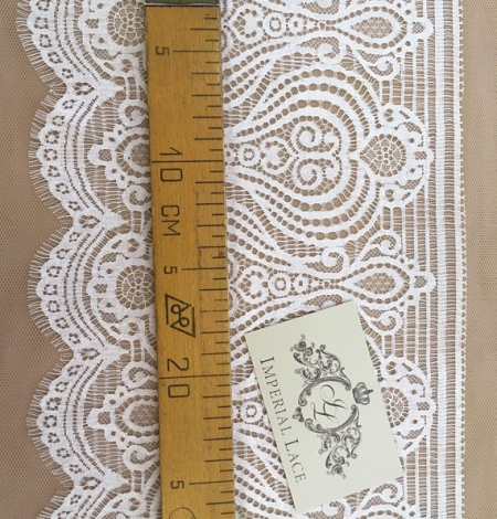 White lace trim. Photo 5