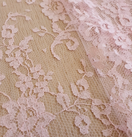 Pink cotton chantilly lace fabric. Photo 4