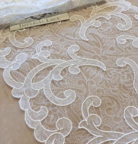 Offwhite lace trim. Photo 2