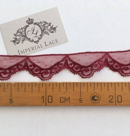 Vine red lace trim. Photo 4