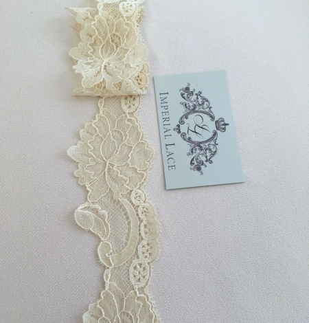 Sand yellow elastic lace trim. Photo 4