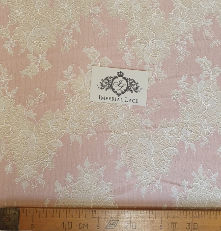 Pink with white flower pattern fabric. Photo 6