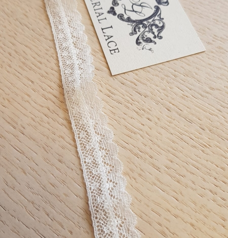 Ivory chantilly lace trimming. Photo 1