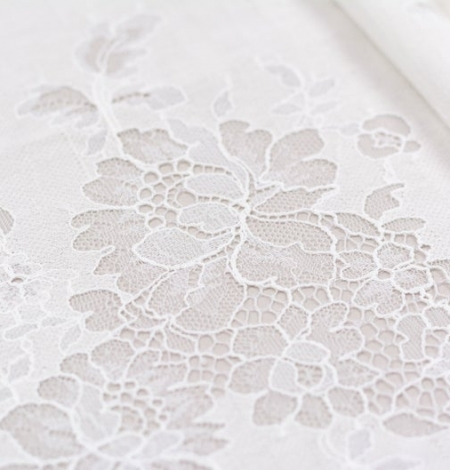 Ivory chantilly with fabric lace . Photo 2