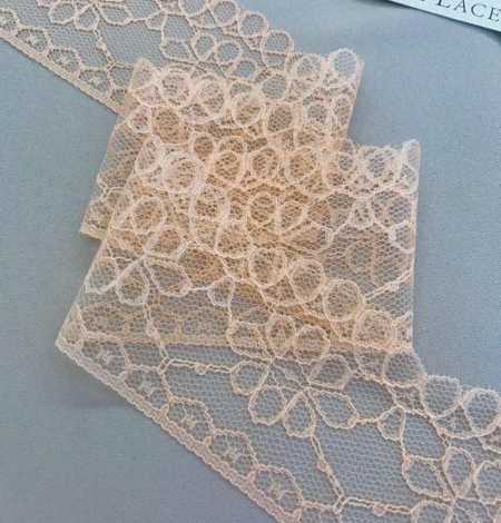 Peach lace trim. Photo 3