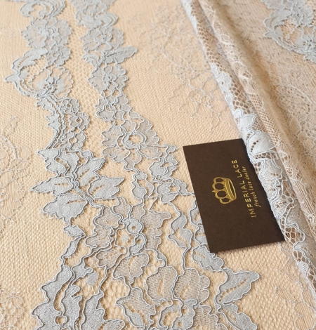 Bluishgrey on nude guipure with chantilly lace fabric. Photo 3