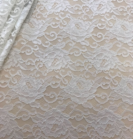 Offwhite lace fabric. Photo 1