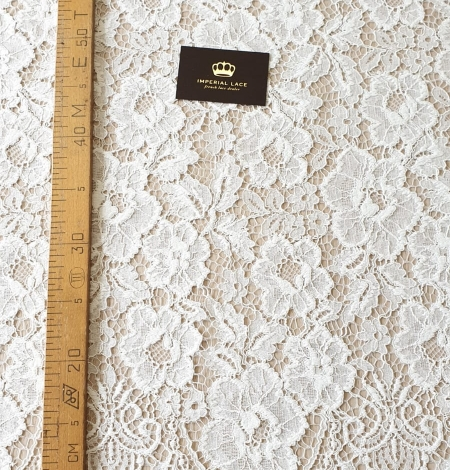 Ivory floral pattern guipure lace fabric. Photo 9