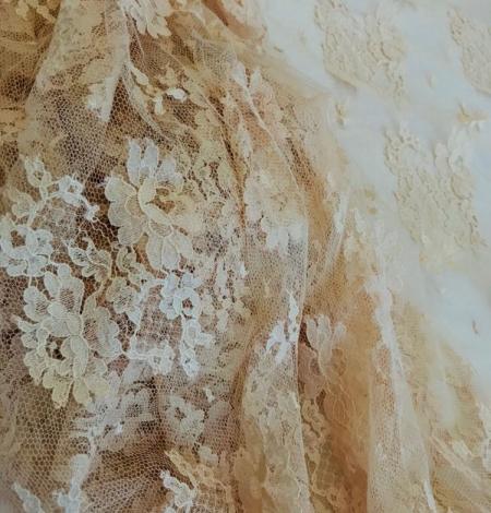 Rusty yellow lace fabric. Photo 3