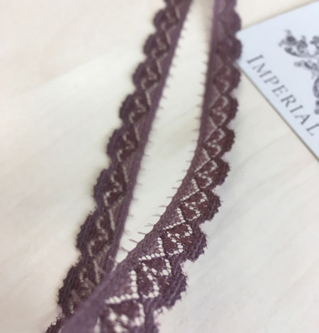 Smokey lilac lace trim. Photo 2